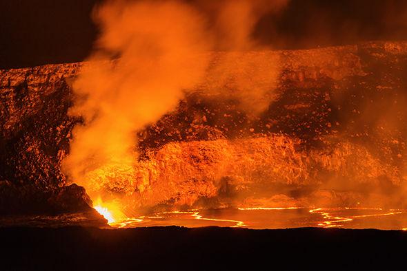 Hawaii volcano eruption photos tourist